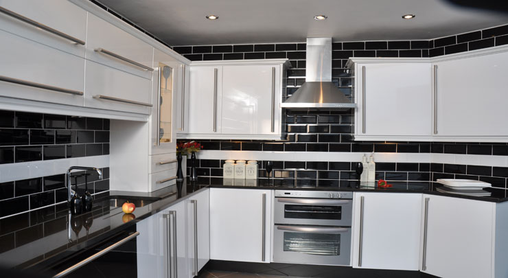 Offer on This Stunning White High Gloss Kitchen!